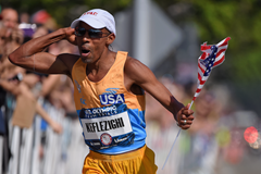 Meb Keflezighi qualifies for the Rio Olympics ()