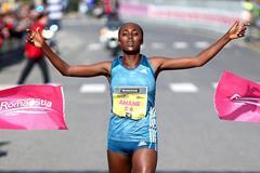 Amane Beriso Winning the 2015 Roma-Ostia Half Marathon (PhotoRun)