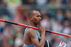 Mutaz Barshim steals the high jump bar at Birmingham Diamond League (Getty Images)