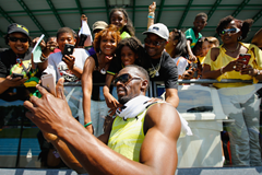 Usain Bolt with fans at the NY Grand Prix ()