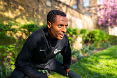 Kenenisa Bekele prepares for the 2018 London Marathon (Dan Vernon / NN Running Team)