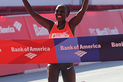 Florence Kiplagat wins the Chicago Marathon (Getty Images)
