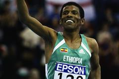 Haile Gebresilasie after winning the 3000m at the 2003 IAAF World Indoor Championships in Birmingham (Getty Images)