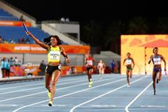 Elaine Thompson anchors Jamaica to a World Relays record in the women's 4x200m (Getty Images)