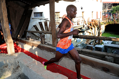 Jacob Kiplimo on his way to winning at the Cinque Mulini (Giancarlo Colombo)