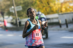 Rahma Tusa on her way to winning the Boulogne-Billancourt Half Marathon (Organisers)