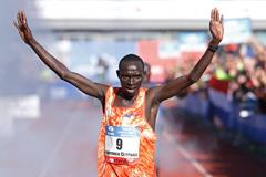 Lawrence Cherono winning the 2017 Amsterdam Marathon (AFP/Getty Images)