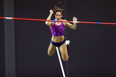 Katerina Stefanidi in the pole vault at the IAAF World Indoor Tour meeting in Glasgow (Getty Images)