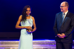 Almaz Ayana receives the Female Athlete of the Year award at the IAAF Athletics Awards 2016 (Philippe Fitte / IAAF)