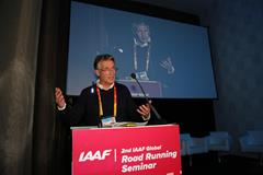 Sebastian Coe addressing the IAAF Road Running Seminar in Valencia (Jean Pierre Durand)