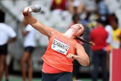 Christina Schwanitz at the 2015 IAAF Diamond League meeting in Paris (Jiro Mochizuki)