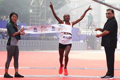 Worknesh Alemu wins the Mumbai Marathon (Procam International)