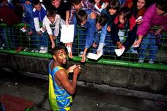 Darren Campbell signing autographs after the Sarajevo Solidarity meeting (Mark Shearman)