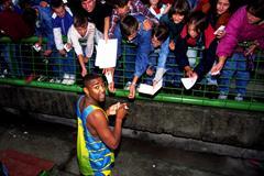 Darren Campbell signing autographs after the Sarajevo Solidarity meeting (Mark Shearman)