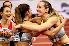 Cindy Roleder celebrates European indoor title with competitors (Getty Images)