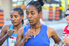 Netsanet Gudeta on her way to winning the Ottawa 10K (Bruce Wodder (Photorun) / organisers)