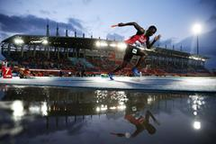 Athletes in action in the 4x200m at the IAAF World Relays (Getty Images)