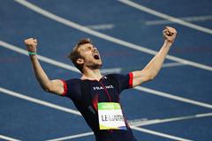 Christophe Lemaitre celebrates his 200m bronze in Rio ()