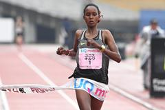 Eunice Jepkirui Kirwa winning the Marugame Half Marathon (Getsurikui)