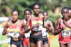 Irene Cheptai leading the women's senior race in Kampala (Jiro Mochizuki)