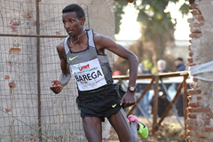 Selemon Barega leads the men's race at the Cinque Mulini (Giancarlo Colombo)
