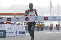 Erick Kiptanui winning in Lisbon (Marcelino Almeida/organisers)