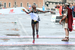 Rahma Tusa wins the Rome Marathon (Giancarlo Colombo / organisers)