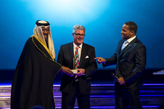 Harry Marra receives the Coaching Achievement award at the IAAF Athletics Awards 2016 (Philippe Fitte / IAAF)