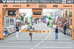 Joyciline Jepkosgei breaks the world half marathon record in Valencia (Organisers)