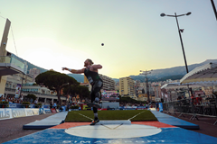 Ryan Crouser spins to victory in Monaco (Philippe Fitte)