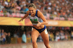 Niamh Emerson of Great Britain crosses the finish line in the 800m to win gold in the women's heptathlon at the IAAF World U20 Championships Tampere 2018 (Getty Images)