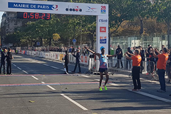 Samuel Tsegay wins the 20km de Paris ()