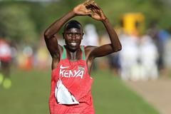 Geoffrey Kamworor winning a second successive senior men's title at the IAAF World Cross Country Championships Kampala 2017 (Roger Sedres)