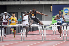 Rai Benjamin in the 400m hurdles at the NCAA Championships (Kirby Lee)