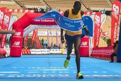 Erik Titus winning the Seville Marathon (Juan Jose Ubeda/organisers)