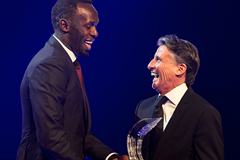 Usain Bolt receives the Male Athlete of the Year award at the IAAF Athletics Awards 2016 (Philippe Fitte / IAAF)