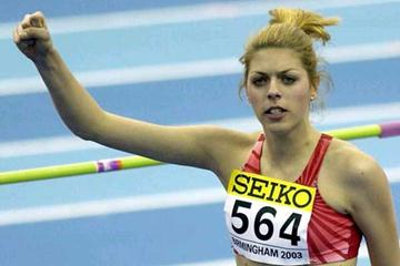 Blanka Vlasic salutes the crowd at the 2003 World Indoor Championships (Getty Images)