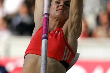 Yelena Isinbayeva flies 4.82 in Berlin (Getty Images)