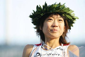 Naoko Takahashi after winning the 2005 Tokyo Women's Marathon (Koichi Nakayama/Agence SHOT)