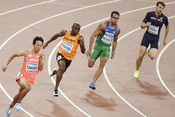 Athletes in action in the 200m at the IAAF World Championships Beijing 2015 (AFP / Getty Images)
