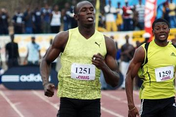 Usain Bolt cruises to a comfortable 400m victory in Kingston in his 2009 opener (SportingEagle)