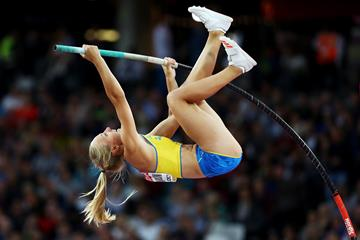 Lisa Gunnarsson in the pole vault at the IAAF World Championships London 2017 (Getty Images)
