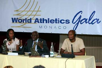 Lamine Diack flanked by 2006 World Athletes of the Year, Sanya Richards and Asafa Powell (Getty Images)