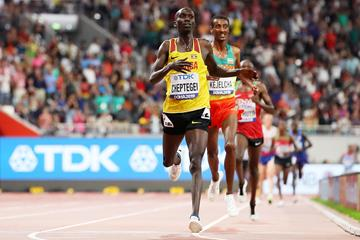 Joshua Cheptegei wins the 10,000m title at the World Athletics Championships Doha 2019 (Getty Images)