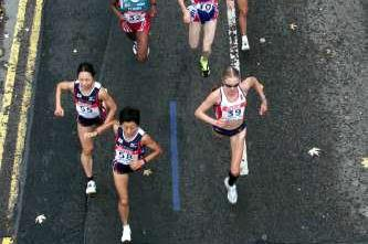 An aerial shot of Paula Radcliffe leading the field at the 2001 IAAF World Half Marathon Championships in Bristol (© Allsport)