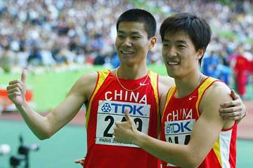 Shi Dongpeng (l) with Liu Xiang (r) - after their 7th and 3rd place finishes in the 2003 World Champs 110mH Final (Getty Images)
