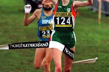 Catherina McKiernan of Ireland win the 1994 European XC title (Getty Images)