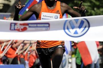 Kenneth Mungara winning in Prague (Volkswagen Prague Marathon organisers)