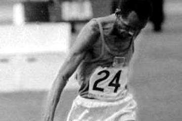 Mamo Wolde breaks the tape to take the 1968 Olympic marathon gold medal (Getty Images)