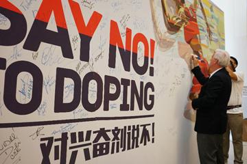 WADA President Craig Reedie visits the IAAF outreach programme in Beijing (IAAF)